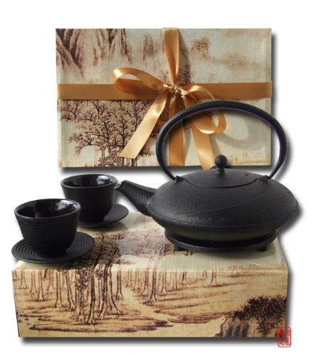 Gift Box cast iron Tetsubin flared black tea pot 1L calligraphy trivet and 2 Zen ripple cups with sa